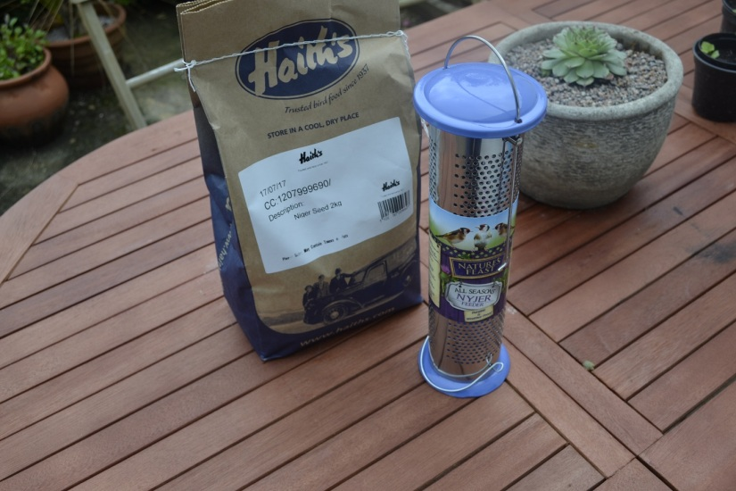 Haiths-Niger Seed Bird Feeder review